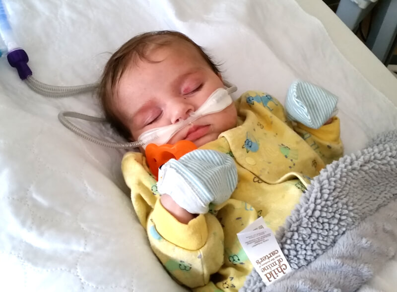 Fondation En Coeur - Bébé sous aide respiratoire