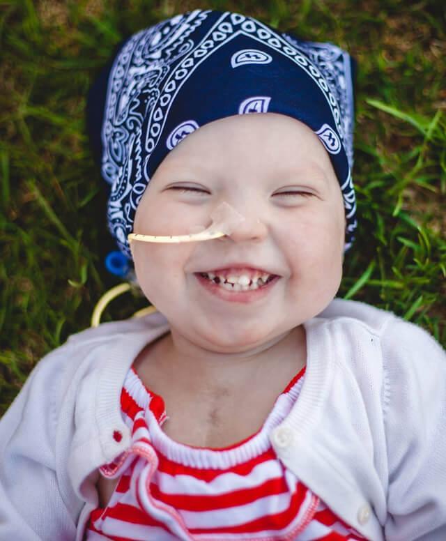 Fondation En Coeur - Petite fille souriante