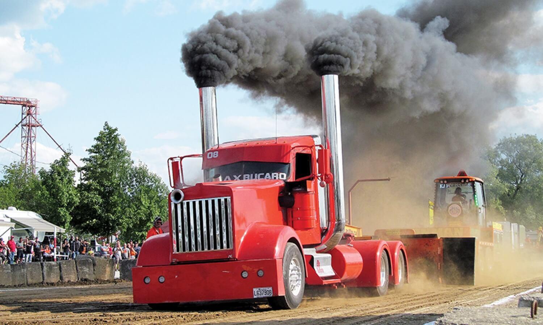 Fondation En Coeur - Gros camion faisant de la boucane