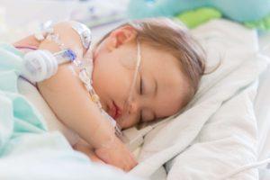 Fondation En Coeur - Enfant dormant à l'hôpital